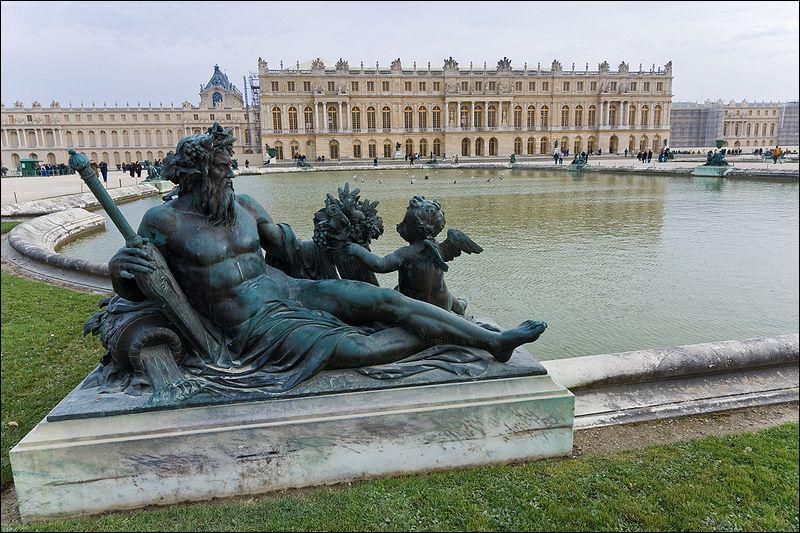De quel monarque a-t-on le plus retenu la présence à Versailles ?