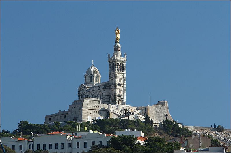 Quelle zone de Marseille domine Notre-Dame de la Garde ?