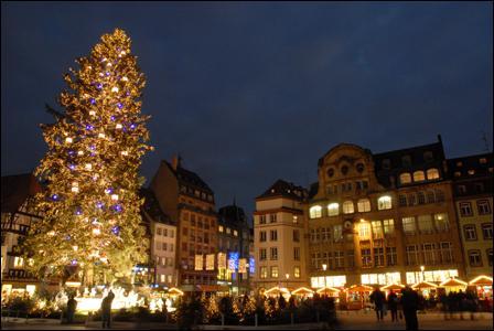 A Strasbourg, quel évènement accueille des millers de touristes en fin d'année ?