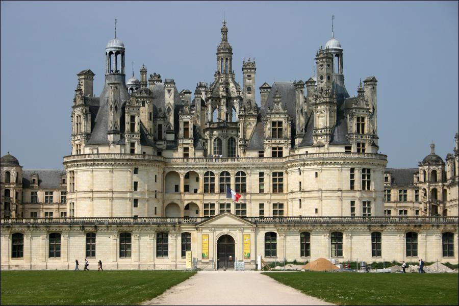 Ce château est l'un des célèbres Chateaux de la Loire, construit pour François Ier, il est réputé pour l'architecture d'un des ses escaliers :