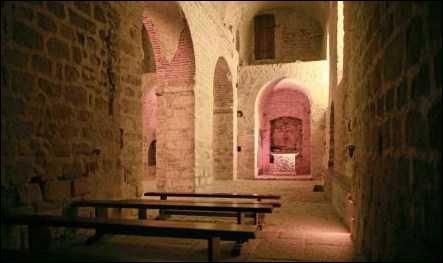 Partons dans l'ouest de la France, la crypte du Mont Saint-Michel s'appelle :