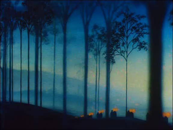 Sur quel morceau de Schubert se termine cette séquence, qui nous montre une procession de flambeaux traversant un pont puis pénétrant dans une forêt ?