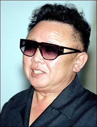 C'est le dictateur de la Corée du Nord depuis 1964. Dans son pays les libertés ne sont pas respectées et il existe des camps de concentration.