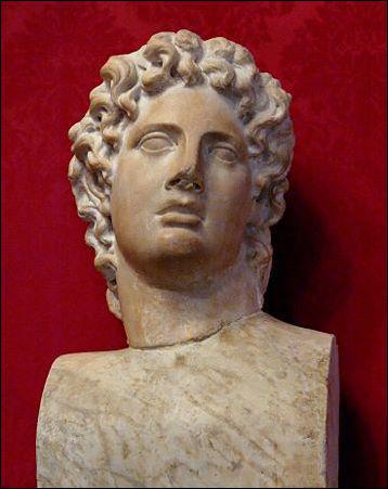 Ce stratège athénien du -Vème siècle a trahi sa cité en s'alliant à Sparte pendant la guerre du Péloponnèse