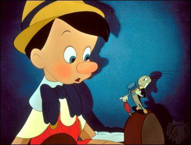 Comment s'appelle cette marionnette qui se transforme en vrai petit garçon ?