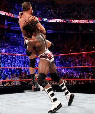 Qui est ce catcheur qui a également fait un retour inattendu durant le Royal Rumble ?