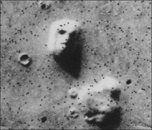 Comment appelle-t-on ce phénomène étrange révélé par une photo de l'orbiteur Viking en 1976 ?