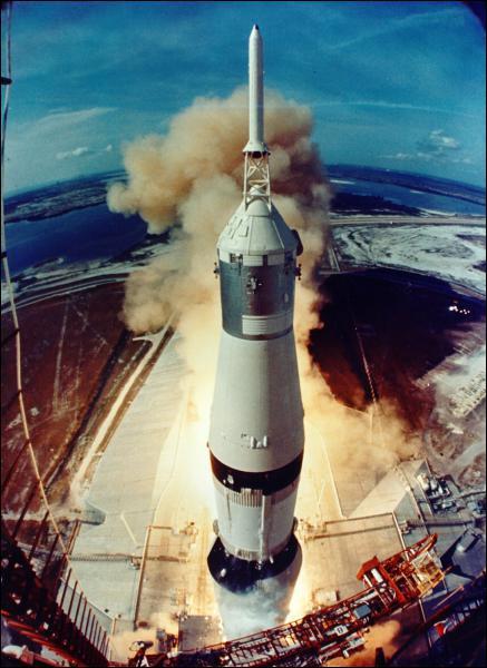 En combien de temps la mission Apollo 11 a-t-elle atteint la Lune ?