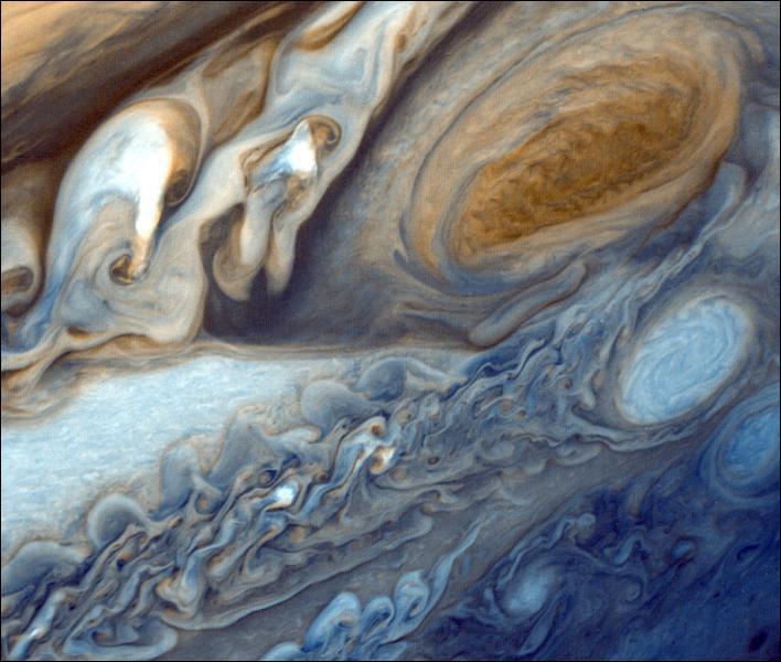 Jupiter a une atmosphère plus importante que celle de la Terre.