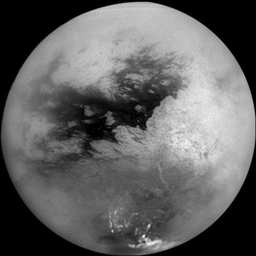 Quelles sont les particularités de Titan, la lune de Saturne ?