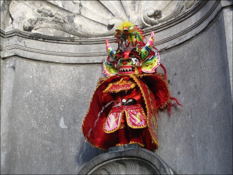 En quoi est déguisé le Manneken Pis ?