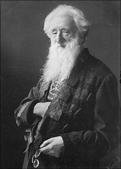Ce pasteur britannique fonde l'Armée du Salut en 1878 pour lutter contre la misère ouvrière à Londres.