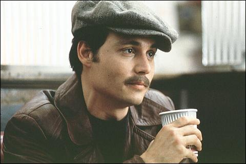 Aux côtés de quel acteur notable s'illustre-t-il dans Donnie Brasco ?