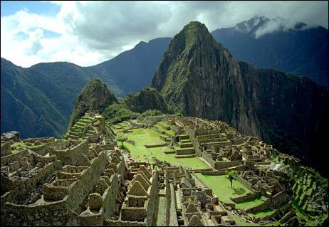 Le Machu Picchu, une ancienne cité Inca se situant :