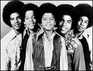 Comment s'appelait le groupe dans lequel il chantait, enfant, avec ses frères ?