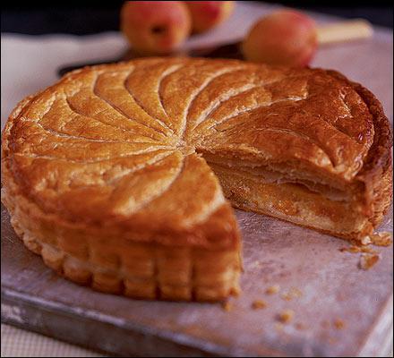 Quel est ce gâteau français à base de pâte d'amande ?