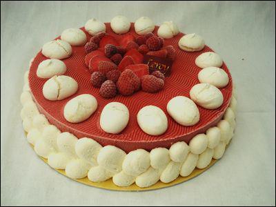 Quel est ce gâteau composé d'une croûte de meringue, de fruits et de crème chantilly ?