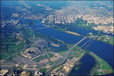 A l'estuaire de quel fleuve la ville est-elle située ?