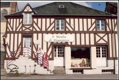 Fille de Normandie, du parti girondin Contre l'Ami du Peuple, elle usa du poignard Le prénom de Safin en mourut dans son bain Longtemps, on regretta le vieux montagnard