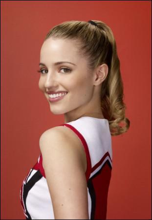 Comment s'appelle cette fille, chef des cheerleaders, tombant enceinte de Puck dans la saison 1 ?