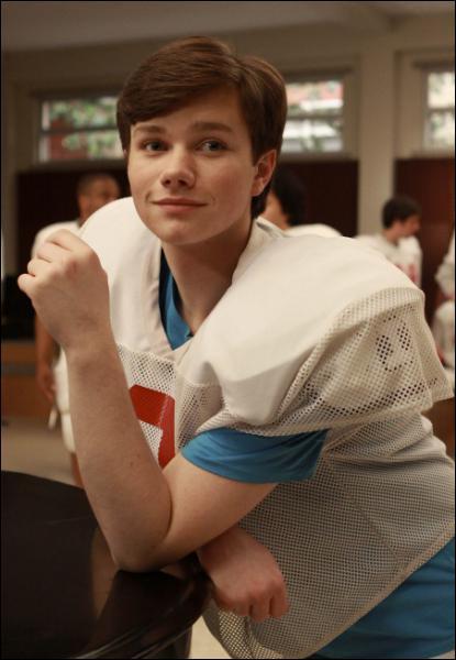 De qui Kurt tombe-t-il amoureux au début de la saison 1 ?
