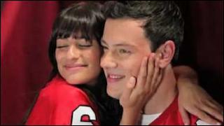 Où Finn invite-t-il Rachel afin de la persuader de revenir dans le Glee Club (saison 1) ?