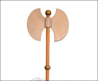 Comment s'appelle la hache à double tranchant utilisée par les Francs et devenue un symbole national ?