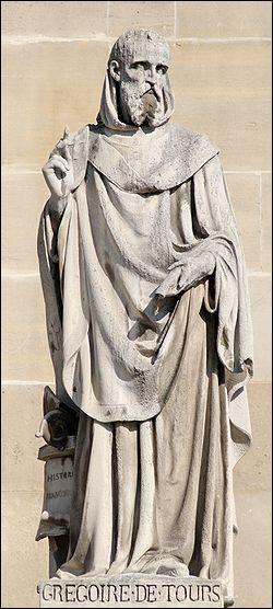 Quel chroniqueur de l'époque a écrit 'Histoire des Francs', la principale source historique sur Clovis ?