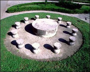 Sculpture que l'on peut admirer à Tîrgu-Jiu également...