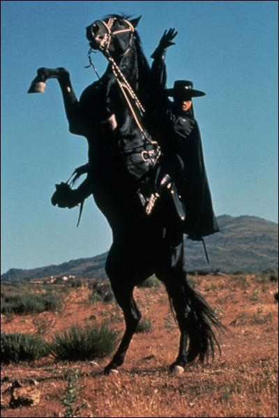 En 1975 quel est cet acteur français qui incarna Zorro dans le film de Duccio Tessari ?