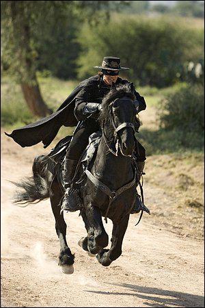 Parmi ces acteurs, lequel n'a PAS interprété Zorro au cinéma ?