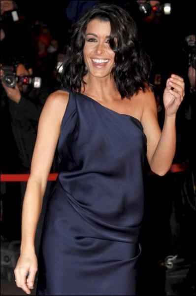 Quelle était la marque de sa robe aux NMA 2011 ?