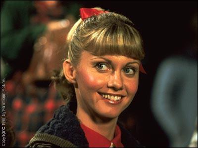 Quelle actrice jouait le rôle de Sandy Olsson, la jeune nouvelle au lycée de Rydell ?