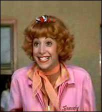 Quelle actrice jouait le rôle de Frenchie, la jeune fille passionnée de coiffure ?