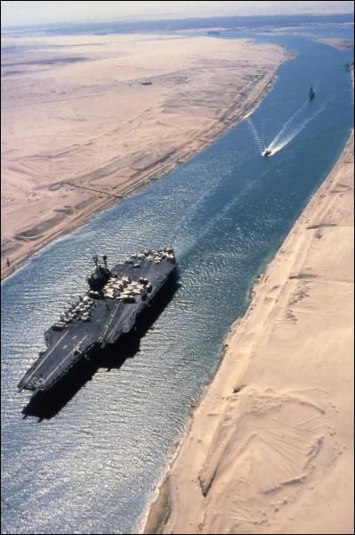 Qui est le promoteur historique du canal de Suez ?