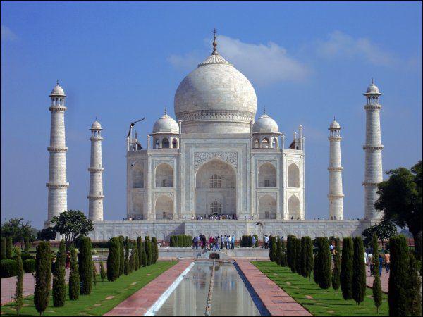 Puis nous allons photographier le Taj Mahal, qui fait partie des 7 monuments du monde.
