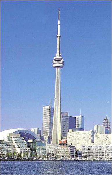 Puis nous allons aussi monter dans le CN Tower de Toronto.
