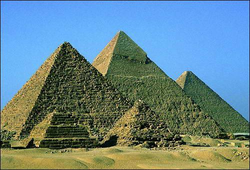 Puis on va en Afrique pour voir les pyramides de Gizeh, et on rentre en France, quel bon voyage !