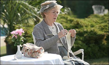 Contrairement à Sherlock Holmes, je suis un(e) 'détective en fauteuil' : je mène mon enquête plus par la réflexion que par l'action.