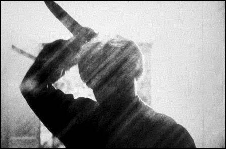 C'est le schizophrène le plus célèbre du cinéma. Il commet des crimes dans son motel en prenant l'identité de sa mère décédée :