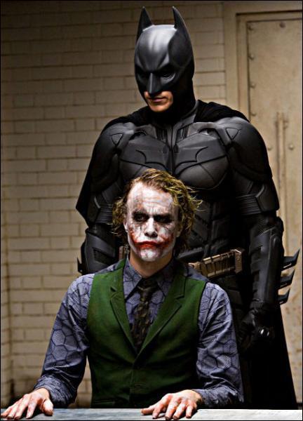 Comment s'appelle ce redoutable adversaire de Batman qui commet ses crimes grimé en clown ?