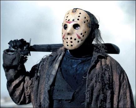 Comment s'appelle ce sérial killer au masque de hockey dont l'arme de prédilection est la machette ?