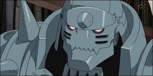 Que possède Alphonse Elric sur son armure ?