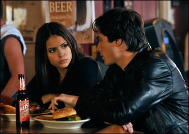 Où Damon emmène Elena dans l'épisode 11 de la saison 1 ?