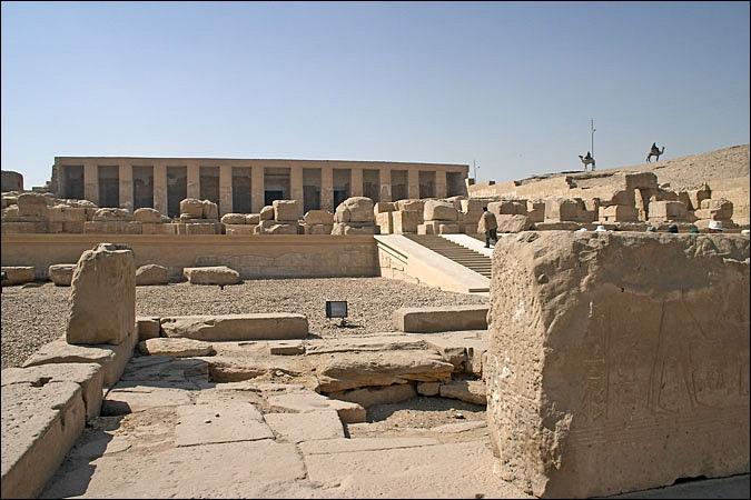 Sur le site d'Abydos, on peut admirer plusieurs lieux construits en mémoire de Ramsès II et de son père... Comment s'appelait-il ?