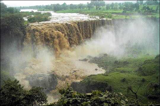 Avant de pénétrer en Égypte, les eaux impétueuses du Nil blanc et du Nil bleu s'unissent dans le plus grand pays d'Afrique :