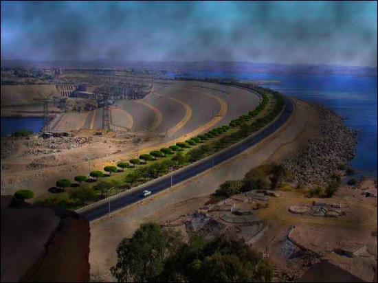 Le barrage d'Assouan (3 600 m de long et 110 de haut) a fait naître un lac artificiel de 500 km de long et de 10 à 30 km de large. Quel est son nom ?