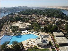Descendons lentement le cours du Nil et après avoir contemplé les premières cataractes du fleuve, on se retrouve sur l'île...