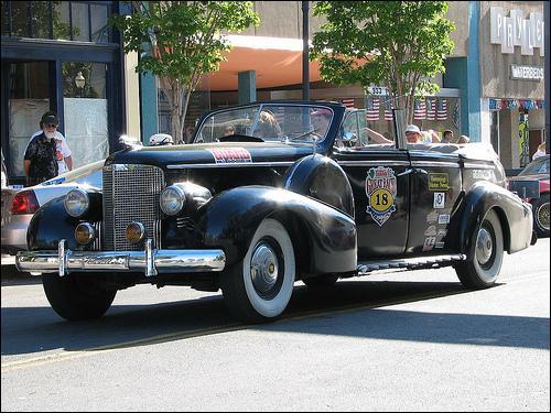 Et cette Cadillac décapotable (Rouge dans l'album) ?