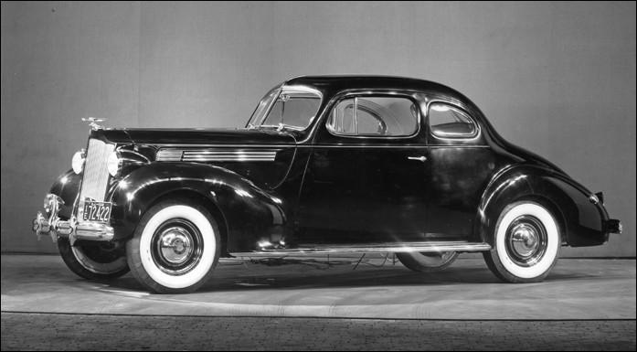 Ce coupé Packard super eight se retrouve dans :
